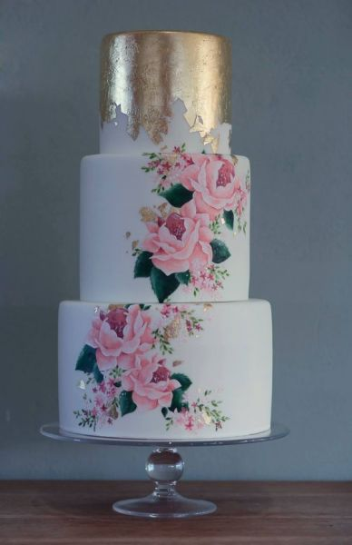04-a-bold-and-chic-wedding-cake-with-a-top-gold-foil-tier-and-two-beautiful-handpainted-ones-plus-gold-foil-touches
