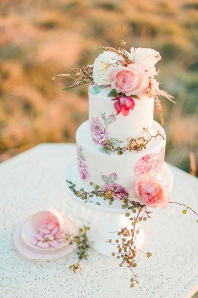 printed-roses-wedding-cake-idea